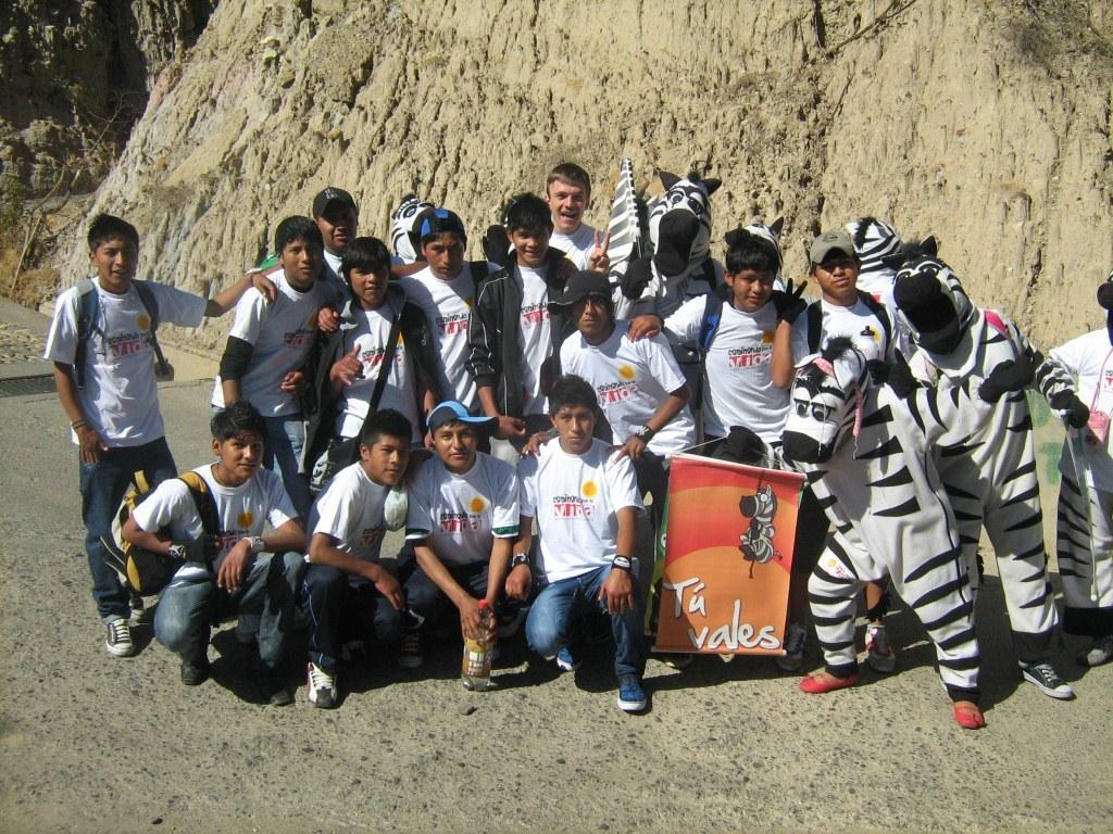 chicos con zebras.jpg