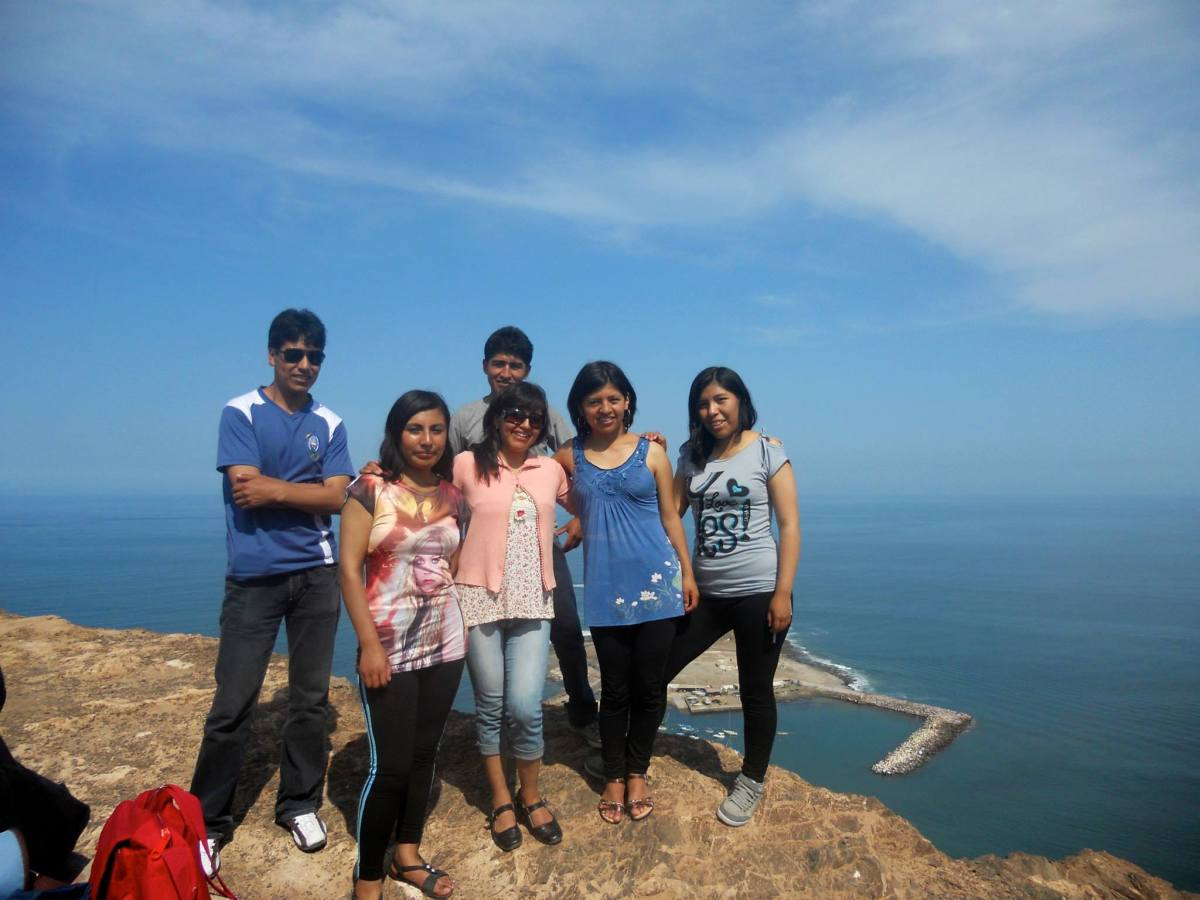 At the top of the Morro with Wilder, Fanny, Monica, Viviana, Miriam and Marco at the back.
