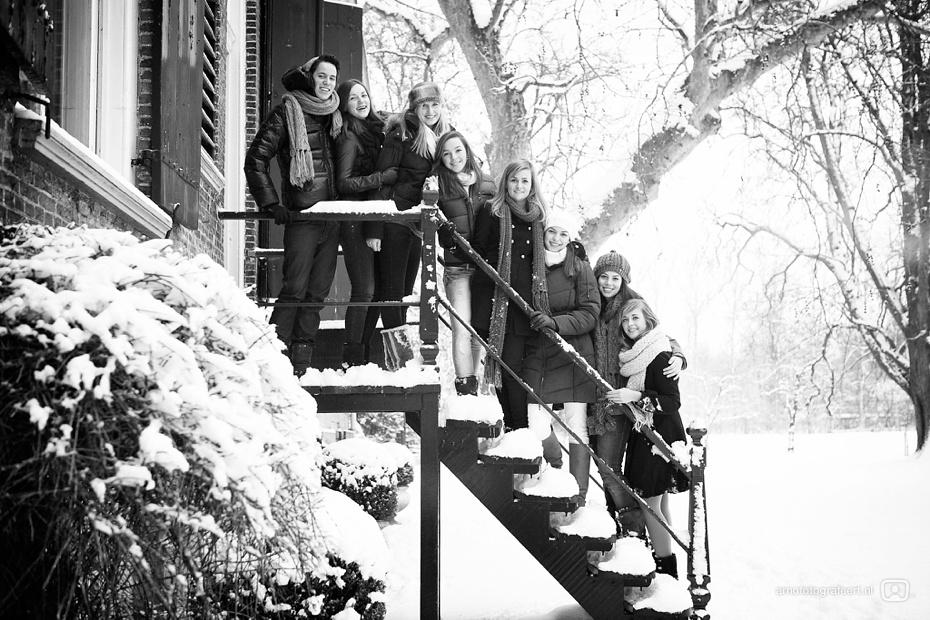 fotoshoot-vrienden-in-de-sneeuw-mijnsheerenland-01