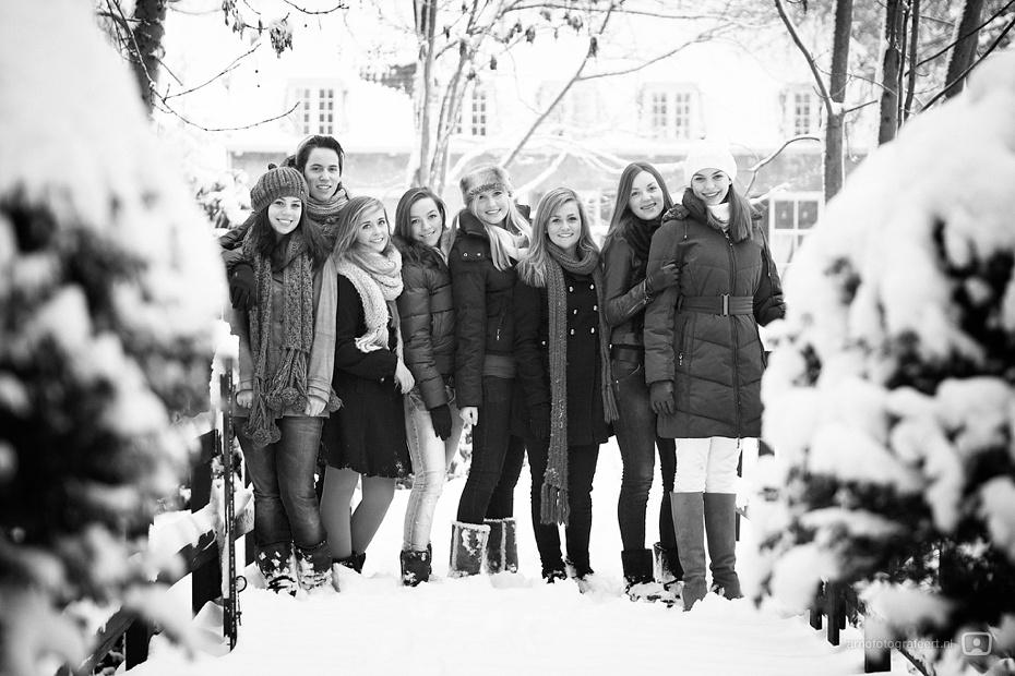 fotoshoot-vrienden-in-de-sneeuw-mijnsheerenland-02
