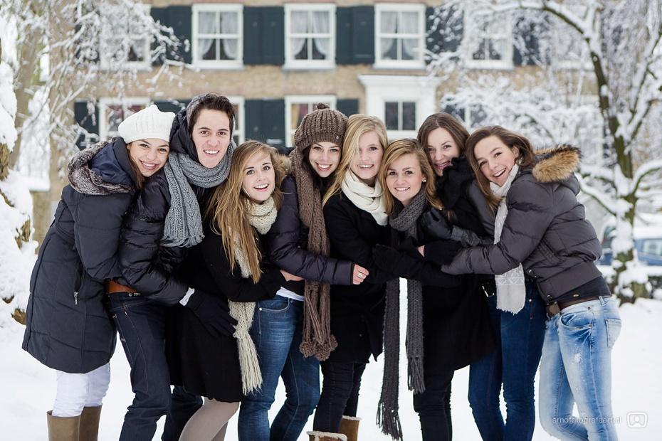 fotoshoot-vrienden-in-de-sneeuw-mijnsheerenland-10
