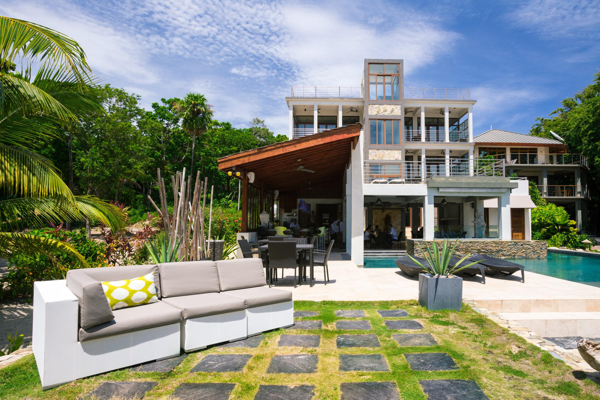 Roatan Xbalanque Resort