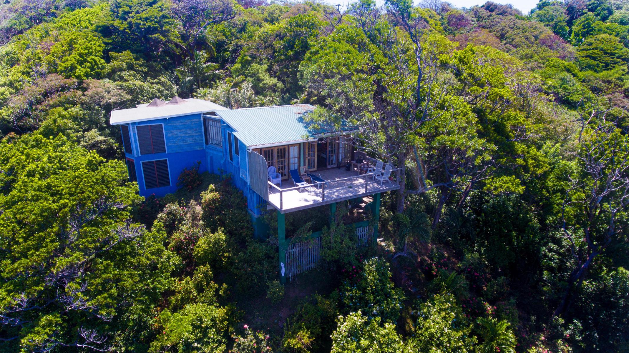 Las Macas Home, West Bay