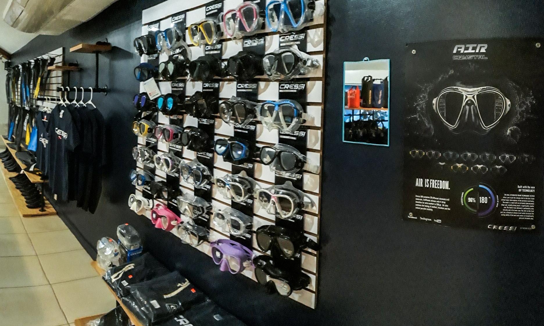 Cressi Store in Roatan.jpg