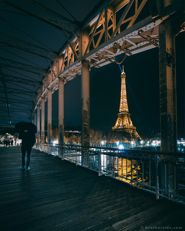 Moody nights at Passerelle Debilly footbridge. [Sony a7Sii +16-35 f/4 @ 16 mm, f/4, 1/3 s, ISO 3200]