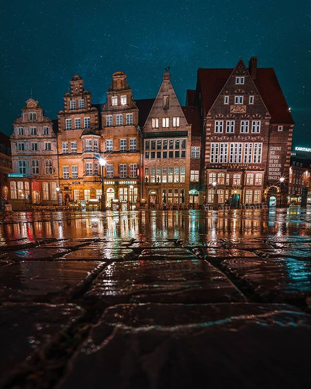 I don't remember much about Bremen except that it was wet, empty and beautiful. Don't know what it is, but Germany has a thing with pretty, boring towns. Fair deal, if you ask me.  If you want to see every cobblestone street in Bremen, check out our friend @drkappaphoto. He might not be as good in adding stars, but he knows his angles.