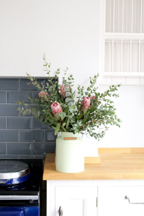 luxury letterbox bouquets from mail order florist Stems by Tineke.