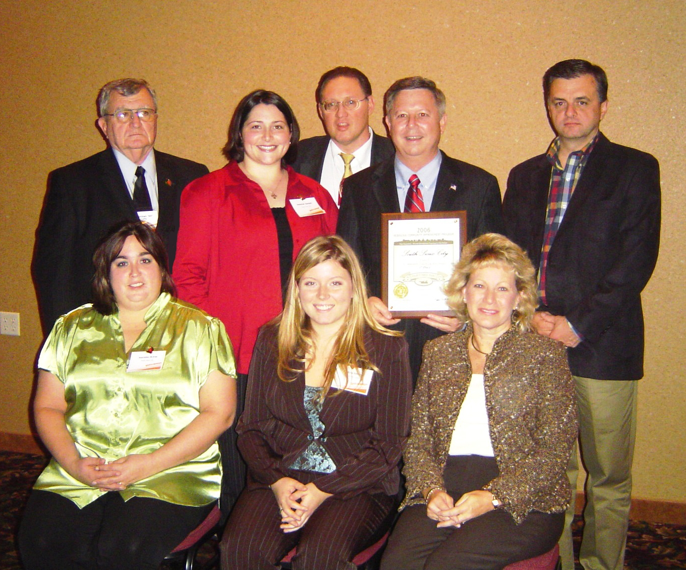 Governor Heineman presents NCIP Award-Nov'06.JPG