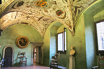 italy1183-florence-palazzovecchio-greenroom.jpg