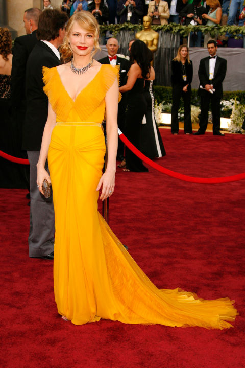 54bc08aa851b6_-_hbz-100-best-dresses-2006-michelle-williams