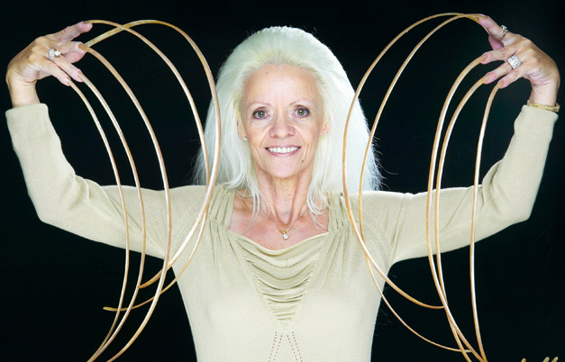 longest-fingernails-female-ever-extra-ordinary-explore-records-guinness-world-records_files
