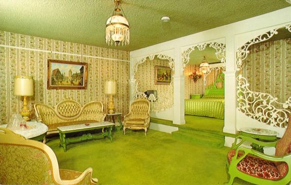 madonna_inn_room149_old_fashioned_honeymoon_san_luis_obispo_CA-600x382.jpg