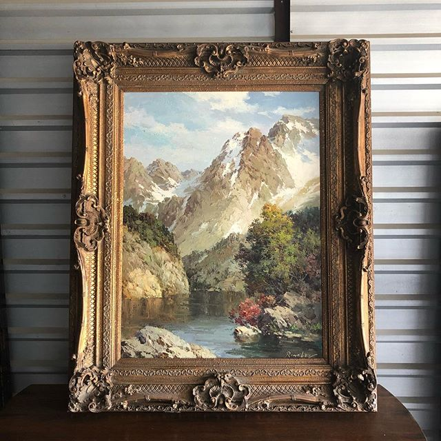 Bluebird Bakehouse and Antiques is ready for serious buyers. We have a selection of furniture, China, artwork, glassware and collectibles. Please message to set an appointment or let us know specific pieces that you are interested in.