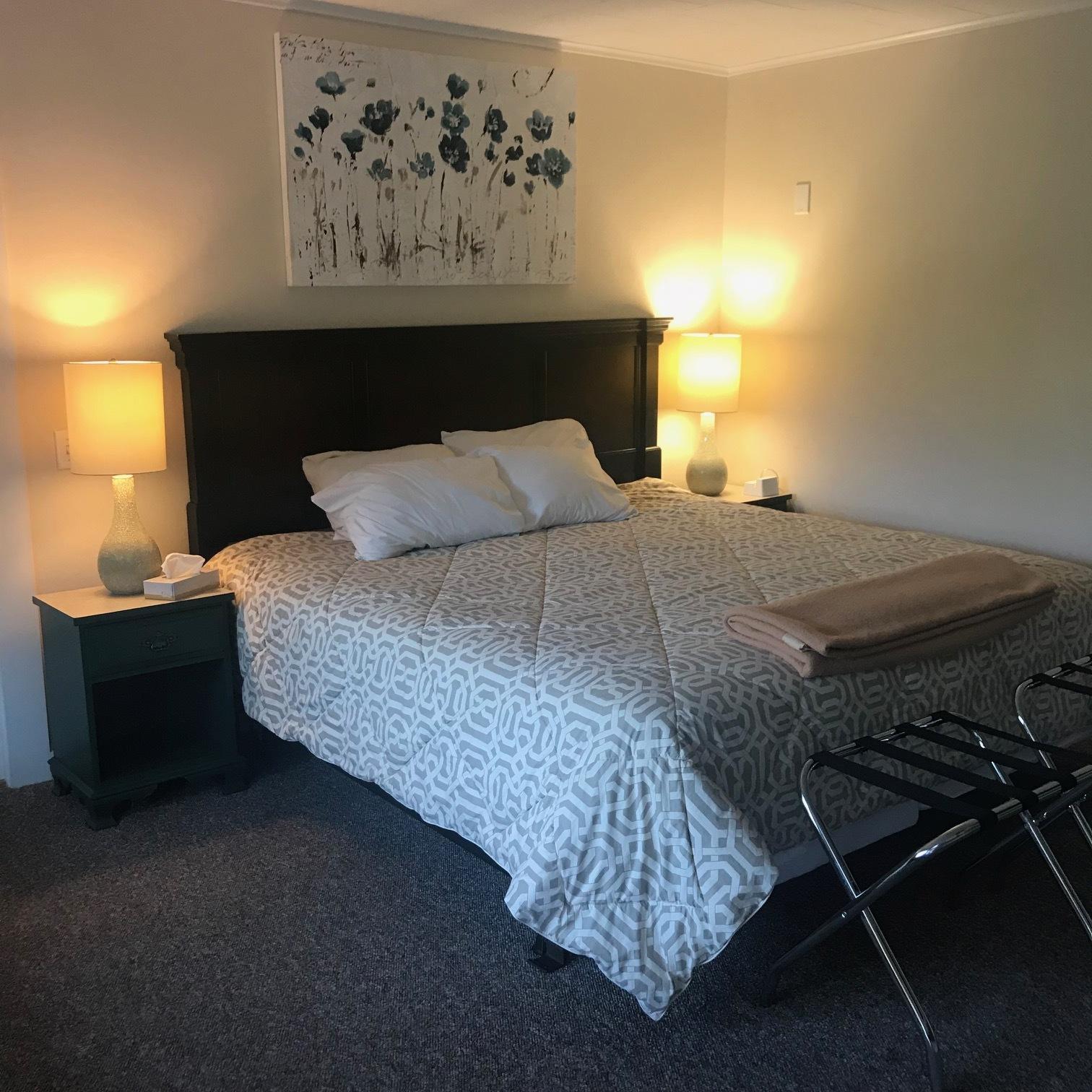 motel bedroom.jpg