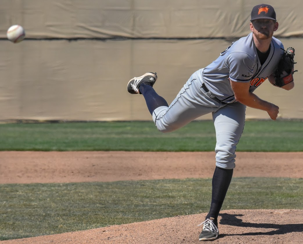 Jacob Cox pitching against the Martinez Clippers, 2018 in Martinez, Calif. (James W. Toy III / Sonoma Stompers)