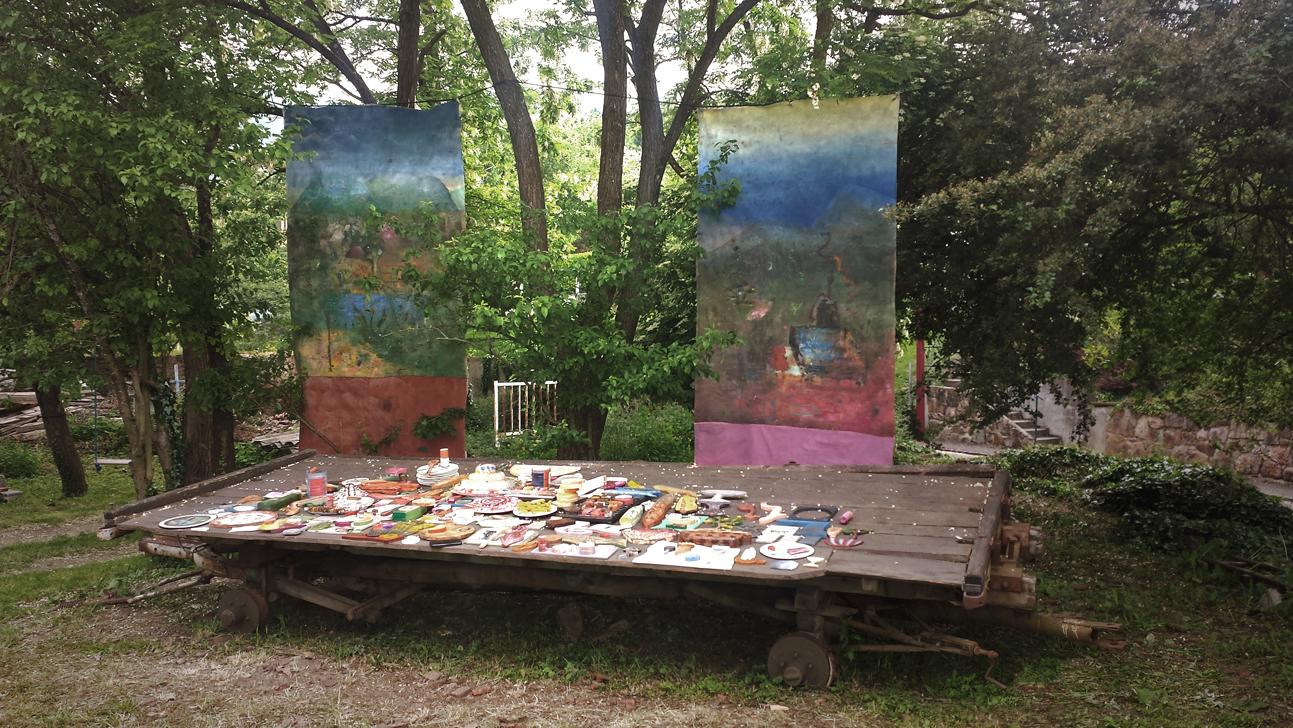 Gut feeling, installation view, wood, paint and linen, Wattwiller, France, 2015.
