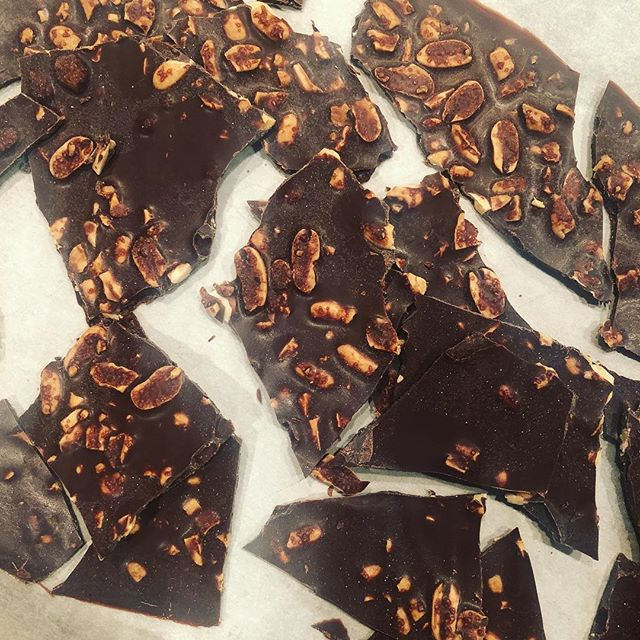 #Keto friendly homemade peanut chocolate bark. Recipe: 3/4 cup solid coconut oil, 3 TBS unsweetened cocoa powder, 2 TBS Swerve, and crushed nuts. Melt and place on parchment paper and freeze for 20 minutes and enjoy!