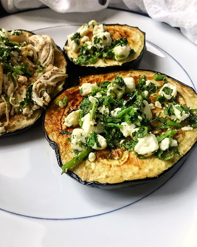 I'm not a huge eggplant fan but this worked out SO well. It's an adaptation of a grill recipe from @kalynskitchen done under the broiler. Thick sliced of eggplant topped with feta, cilantro, and garlic vinaigrette - actually an excellent vegetarian dinner but I threw in some chicken because some people around here appreciate meat 😜