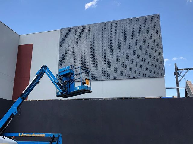 Don't forget to slip slip slap .. it's damn HOT ☄️Melbourne!! We're covering up just in time with brand new perforated steel panels behind the warehouse facade . . . . . . . 📐 @mosarchitects @deni_bourke 👌🏼 #steel #steelpanels #details #design #architecture #warehouse #warehouseconversion #build #lazconbuiltmarion #archilovers #archdaily #external #attentiontodetail #contemporaryarchitecture #luxury