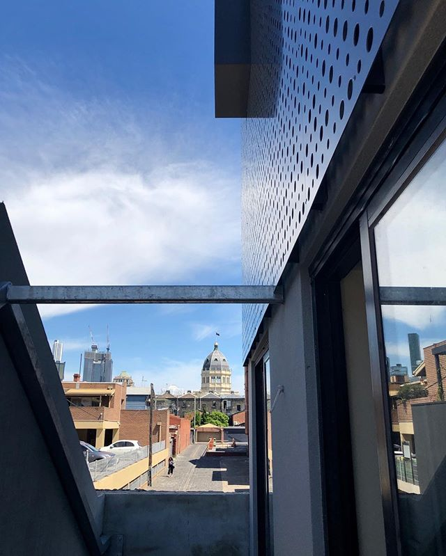 Screens with a view demarcating old from new 🙌🏼 . . . . . . . 📐 @mosarchitects @deni_bourke  #screens #externalscreens #construct #construction #build #facade #oldandnew #warehouseconversion #modernarchitecture #instabuild #wip #contemporaryarchitecture #australiandesign #archilovers #archdaily #lazconbuiltmarion #fitzroylaneways #cityview #apartmentliving #roomswithaview #skyline #heritage