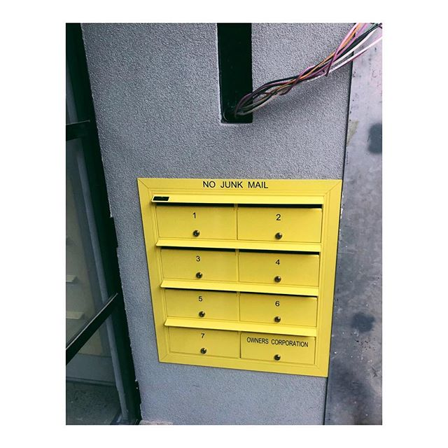 You've got mail ✉️ The postie can't miss this one 🔅🔅🔅 . . . . . 📐 @mosarchitects @deni_bourke  #exteriorarchitecture #australianarchitecture #warehouseapartment #construct #build #melbournebuilder #designdetails #canaryyellow #letters #mail #design #postbox #homestretch #lazconbuiltmarion #vsco #vscocam