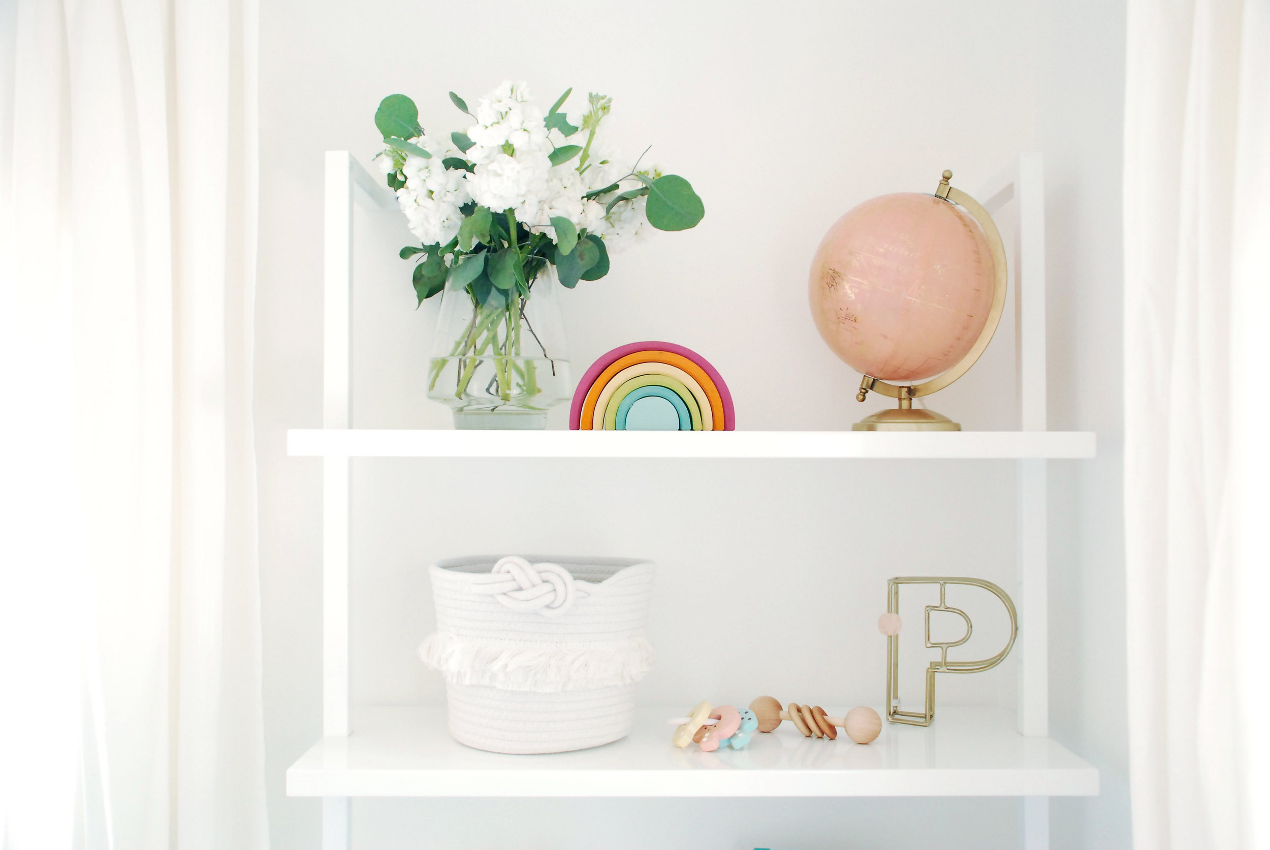 Bookshelf styling in nursery by Stay Interiors