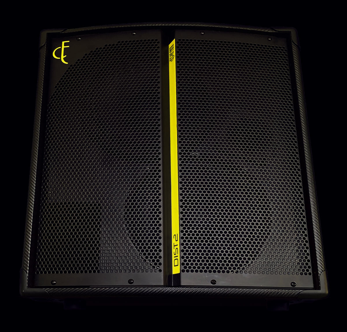 Legendary SoundOur biggest, clearest, most precise speaker cab ever. - Every aspect of DIST2 is designed to deliver a highly accurate picture of your personal sound across the frequency spectrum. No matter what style you play, your unique tone comes through in every transient, harmonic, and room-shaking boom. This is your legendary sound.