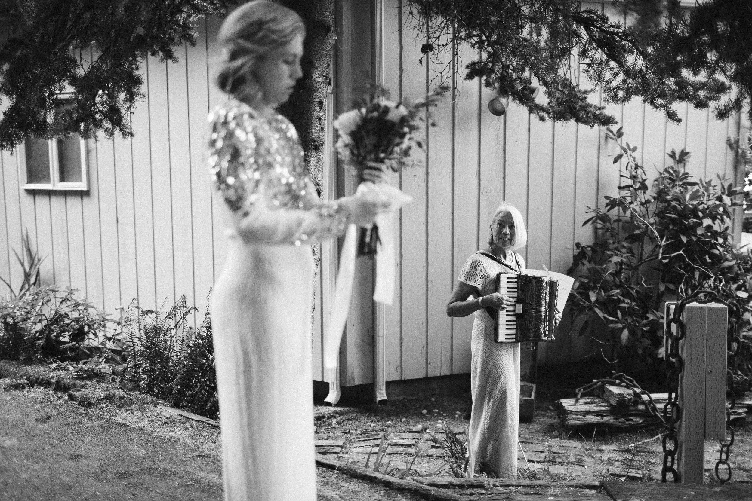 Budd Inlet Olympia wedding146.jpg