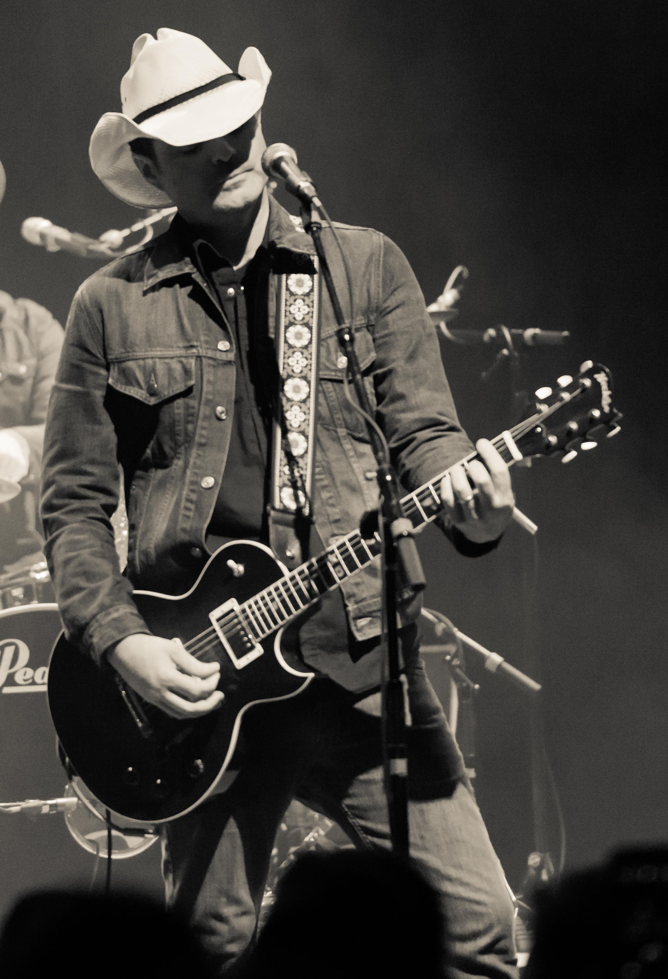 jim-dalton-guitar-bw-portrait.jpg