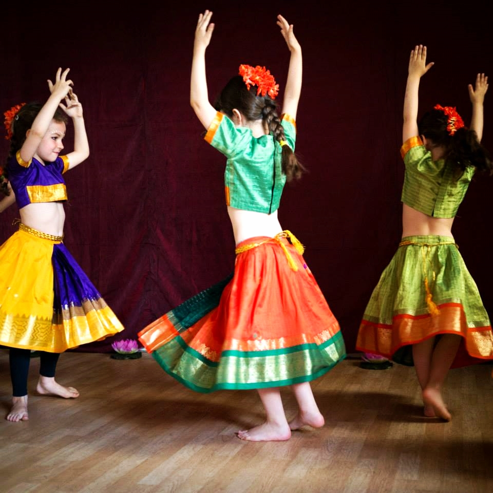 danse-indienne-fontenay-sous-bois-3.jpg