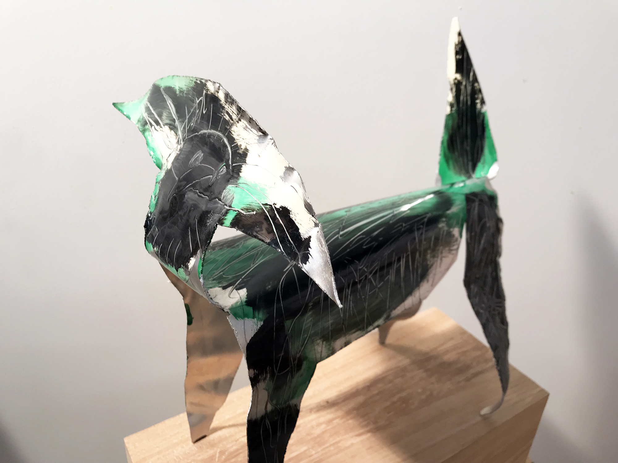 Hund, Autolack auf Aluminium, ca. 28 x 35 x 30 cm