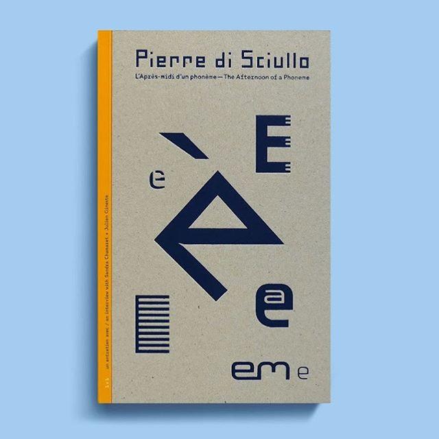 Aujourd'hui en librairie : «L'Après-midi d'un phonème», une monographie du typographe et graphiste Pierre di Sciullo, sous la forme d'un entretien copieusement illustré.  256 p / bilingue fr/eng / bichromie / 38€ Ouvrage publié avec le soutien du @cnapfr  Our new book is freshly available (on our website today and soon worldwide thanks to @ideabooksnl ) #book #typography #bookdesign #graphicdesign #interview #pierredisciullo #now