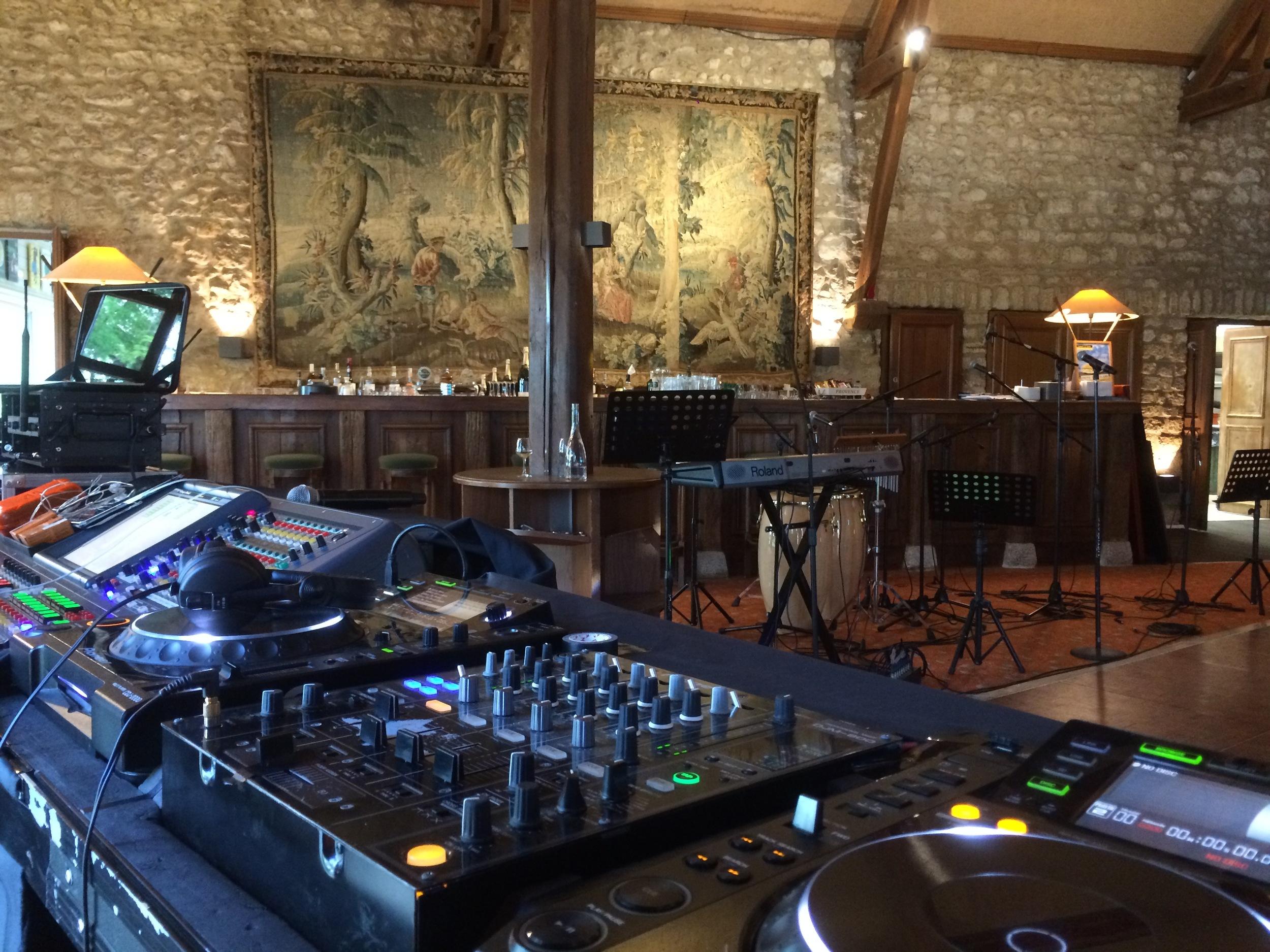 25 Juin 2016 Golf de Saint-Nom-la-Bretèche, montage technique pour sonorisation du groupe Cocobamboo & enchainement avec un Set DJ.