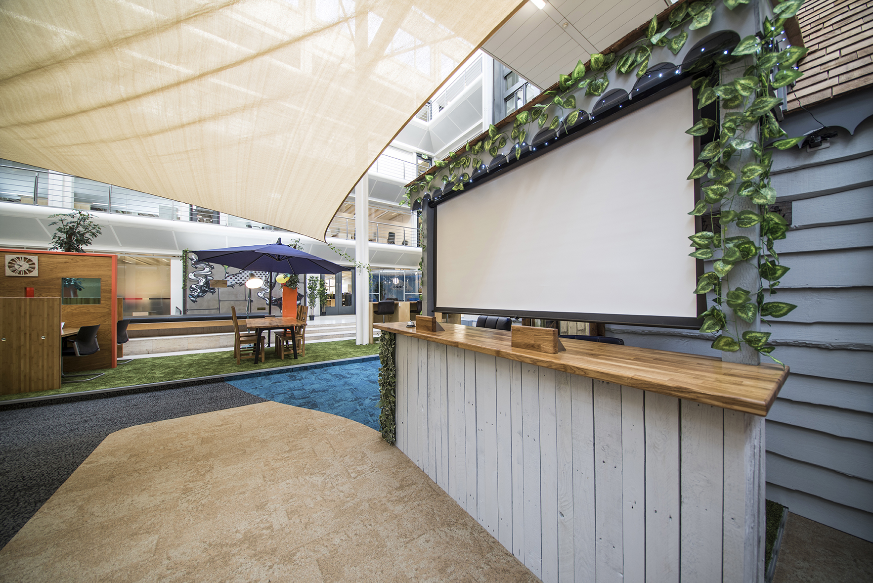 Desk Lodge 035.jpg