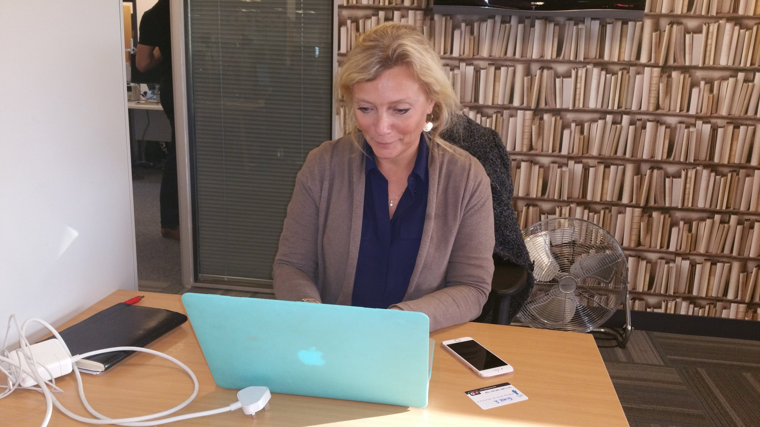"""""""Desklodge is a great place for me to work, I love the flexible commitment and it gets me in   an friendly   office environment which has seen my productivity increase! Added bonus is the great coffee!!' Liz"""