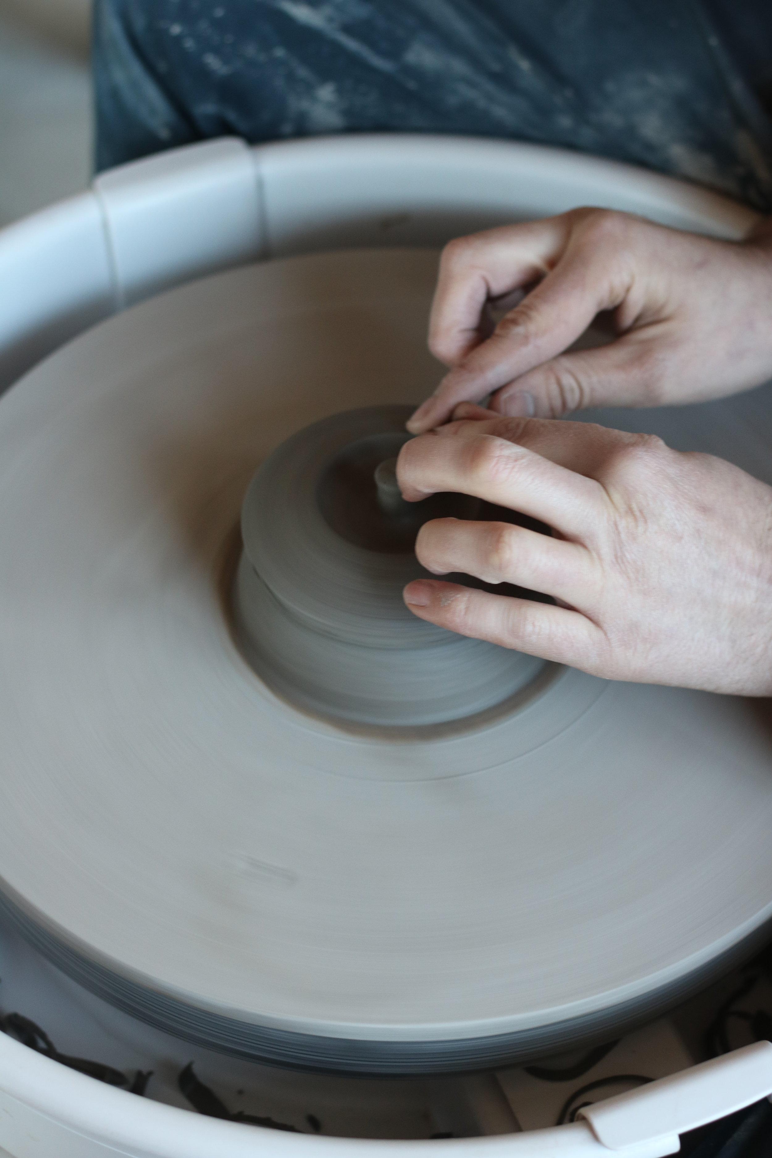 Matt trimming teapot lids