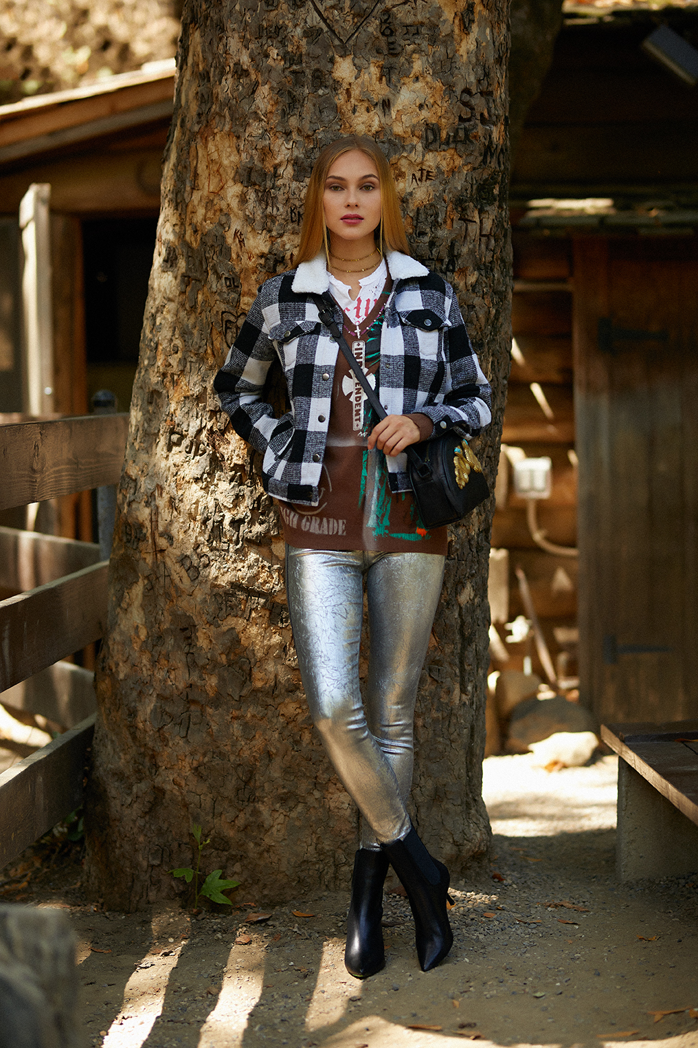 Jacket, WILDFLOWER WOMEN. Sweater and tee-shirt, LOVEWORN. Jeans and boots, JAKE & JONES. Bag, AMBIANCE. Choker necklace, ROWAN. Earrings, LOVEBIRD.