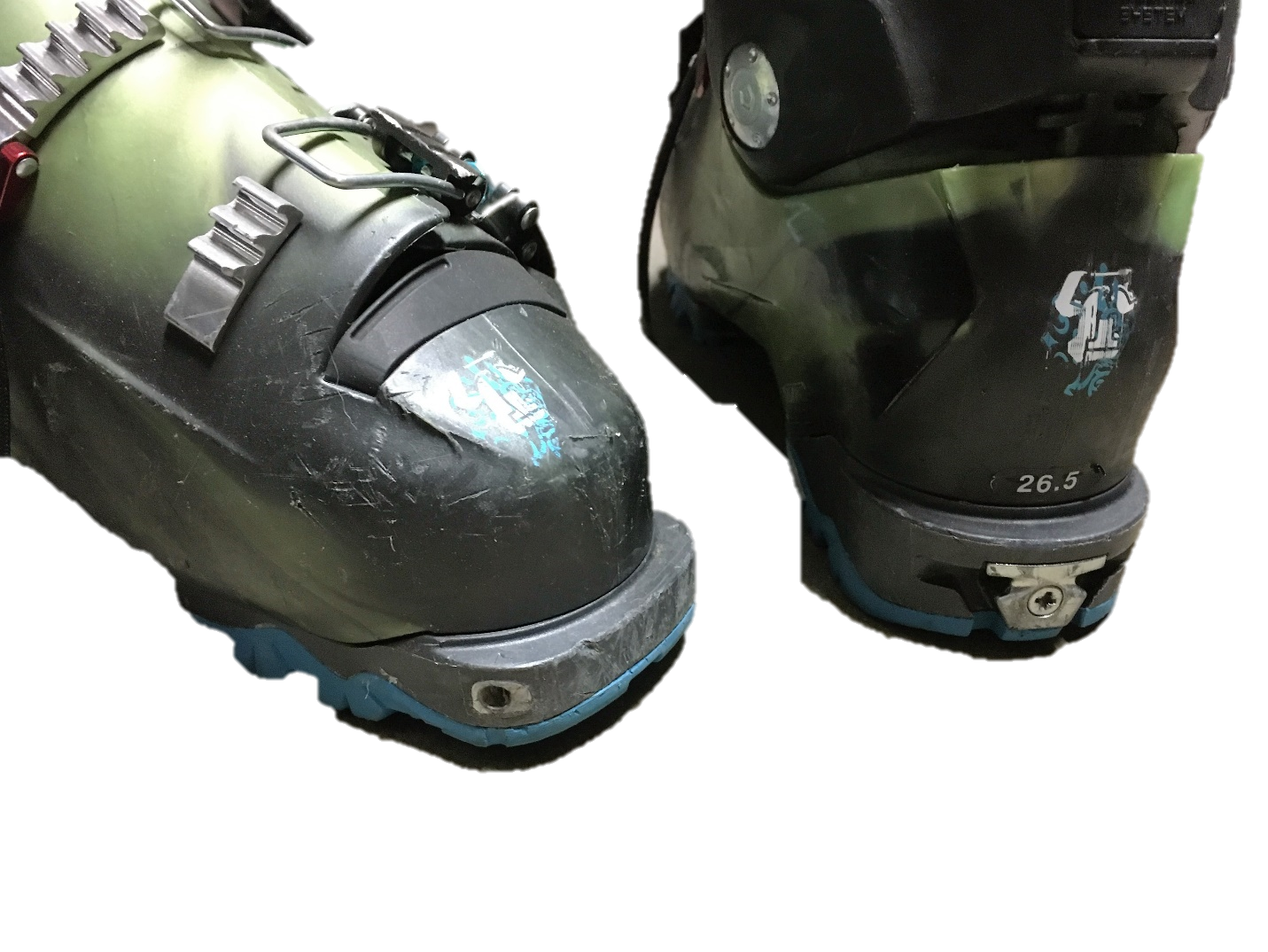 Tecnica Tech binding compatible boot--note the toe and heel pin recepticles