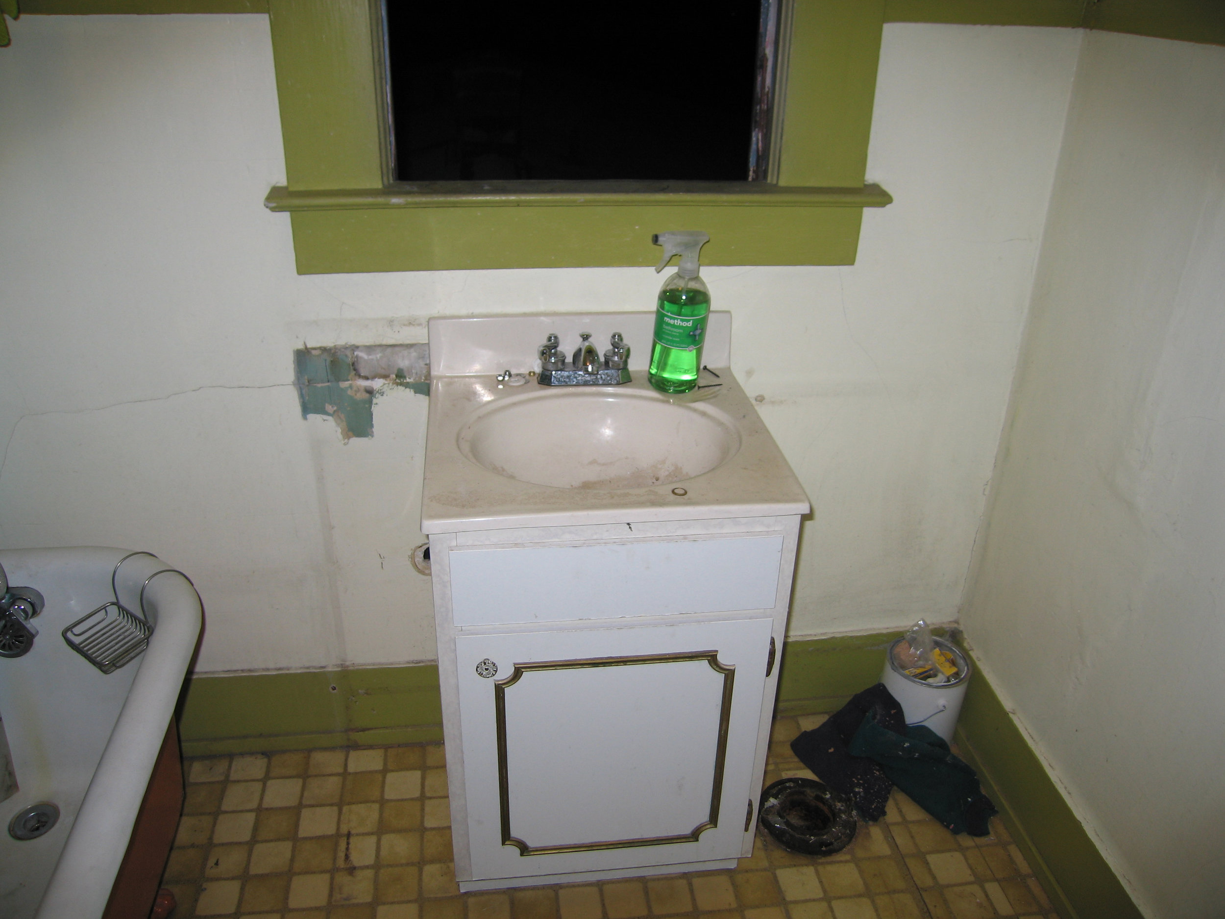 11.1 sink centered on window.jpg