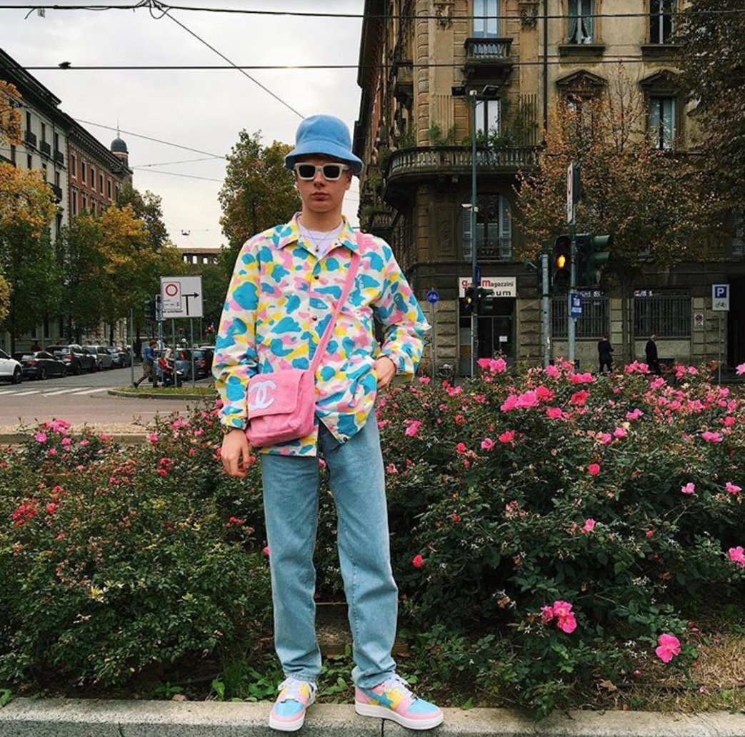 @gullyguyleo on Instagram, a streetwear influencer who is known to incorporate women's bags and bright colours in his outfits.