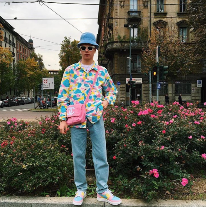 @gullyguyleo on Instagram, a streetwear influencer who is known to incorporate women's bags and bright colours in his outfits