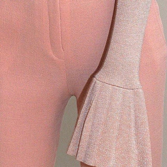 All we're wearing this fall are bell sleeves~great if you love to gesture dramatically with your hands (also great for sheltering your fingers from gusts of brrrr... autumn 🍂). Inspo by @ank_studios * * * #pinkthingsmag #aestheticfeed #aesthetictumblr #tumblraesthetic #aestheticallypleasing #ignant #galeria #independentphoto #imaginarymagnitude #theheavycollective #onbooooooom #oftheafternoon #myfeatureshot #ifyouleave #analoguepeople #theweekoninstagram #dreameraesthetic #london #losangeles #dreamy #kodizes #thisveryinstant