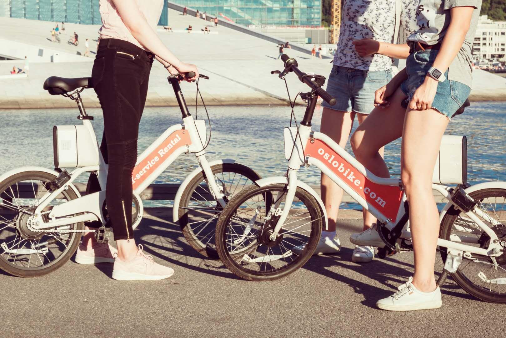 Oslobike er elsykler som du plukker opp og setter fra deg så mye du vil i løpet av en dag. Foto: Oslobike