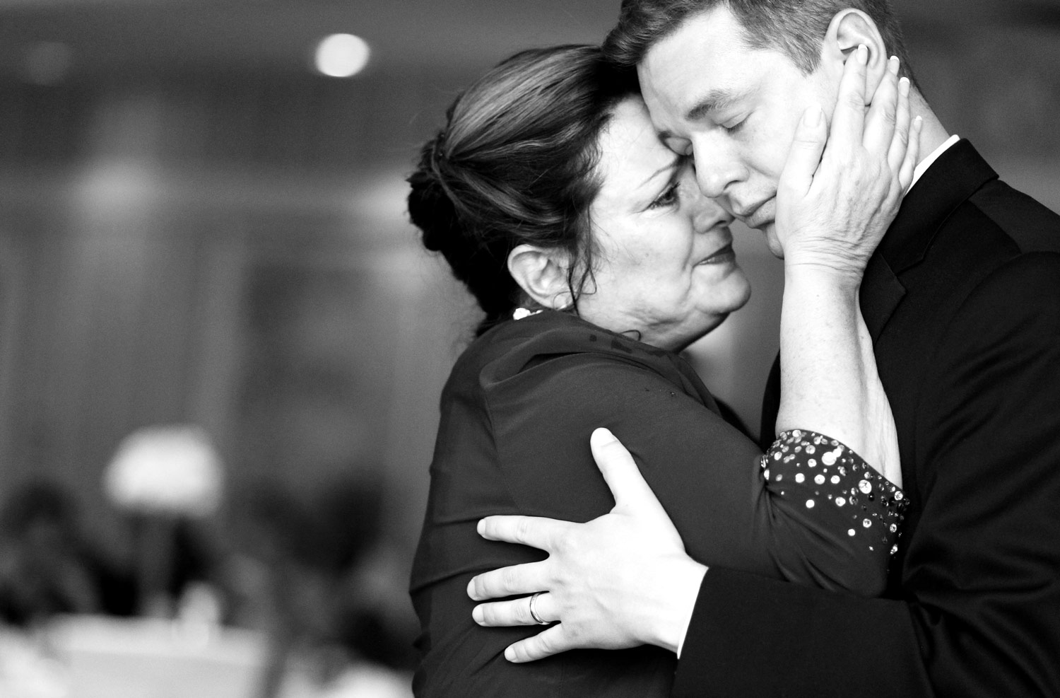 crystal-lake-wedding-photography-country-club-ruthie-hauge-photography-candid-photojournalist.jpg