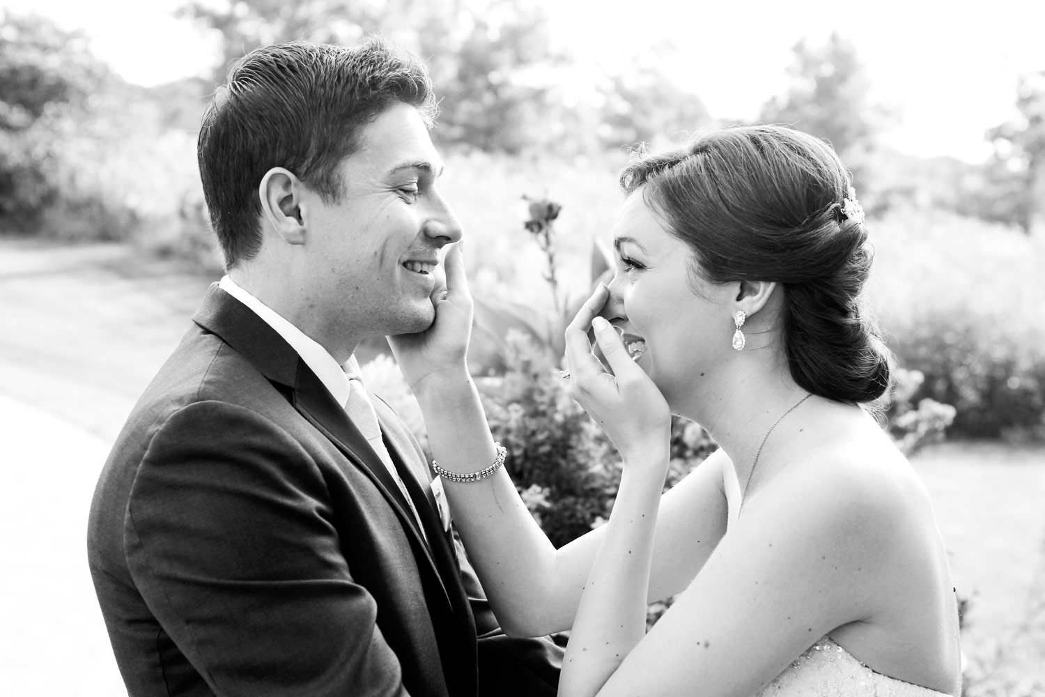 libertyville-independence-grove-wedding-first-look-ruthie-hauge-photography-candid-photojournalist-crystal-lake.jpg