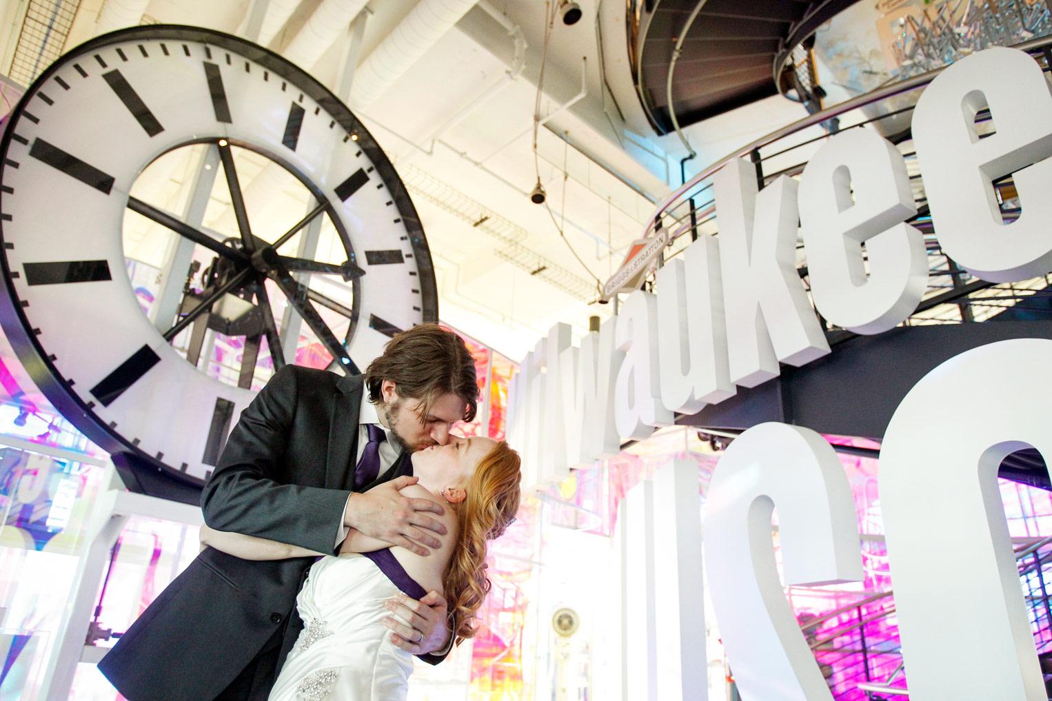 milwaukee-discovery-world-pier-wisconsin-wedding-ruthie-hauge-photography-39.jpg