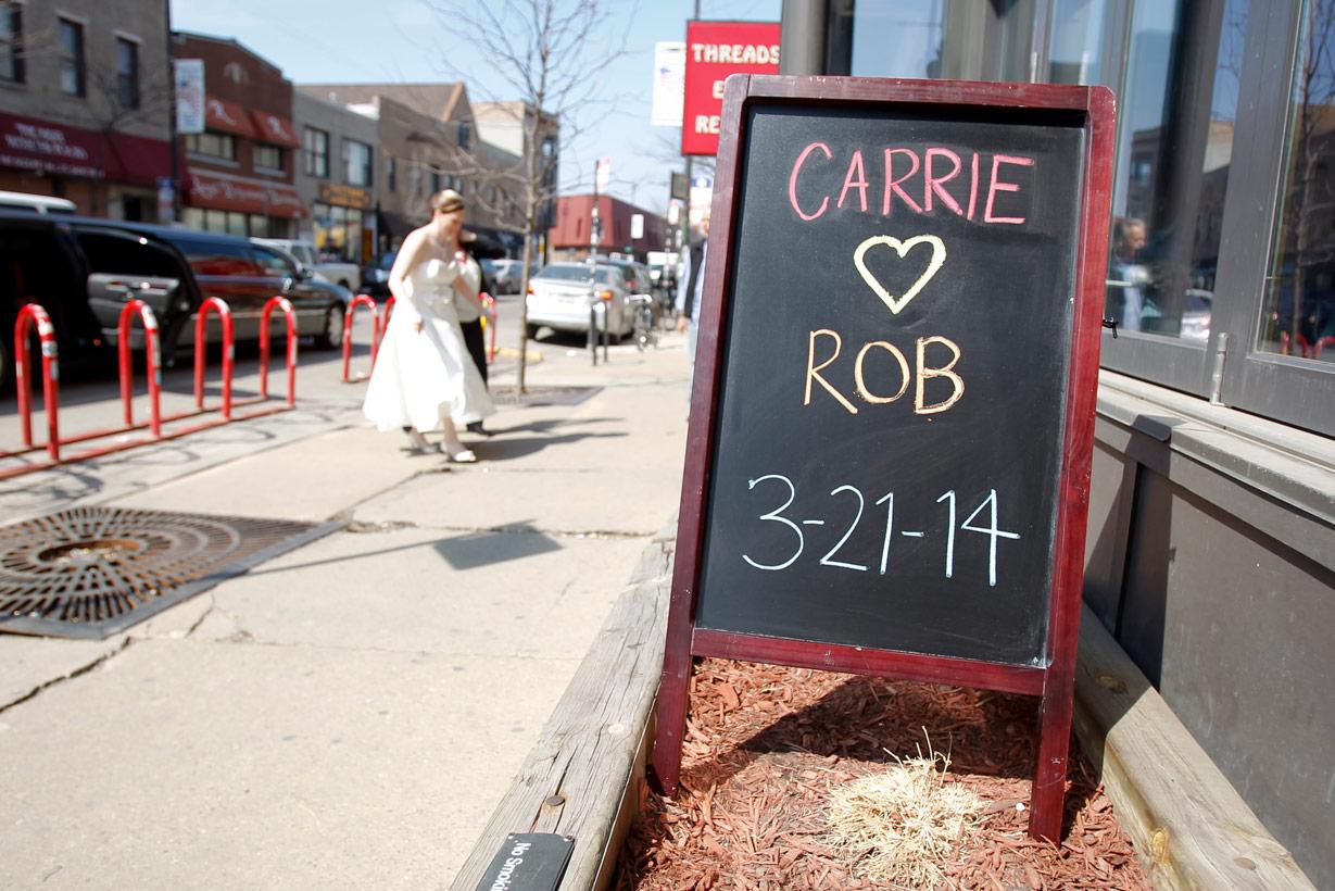 revolution-brewing-chicago-blackhawks-wedding-ruthie-hauge-photography-17.jpg