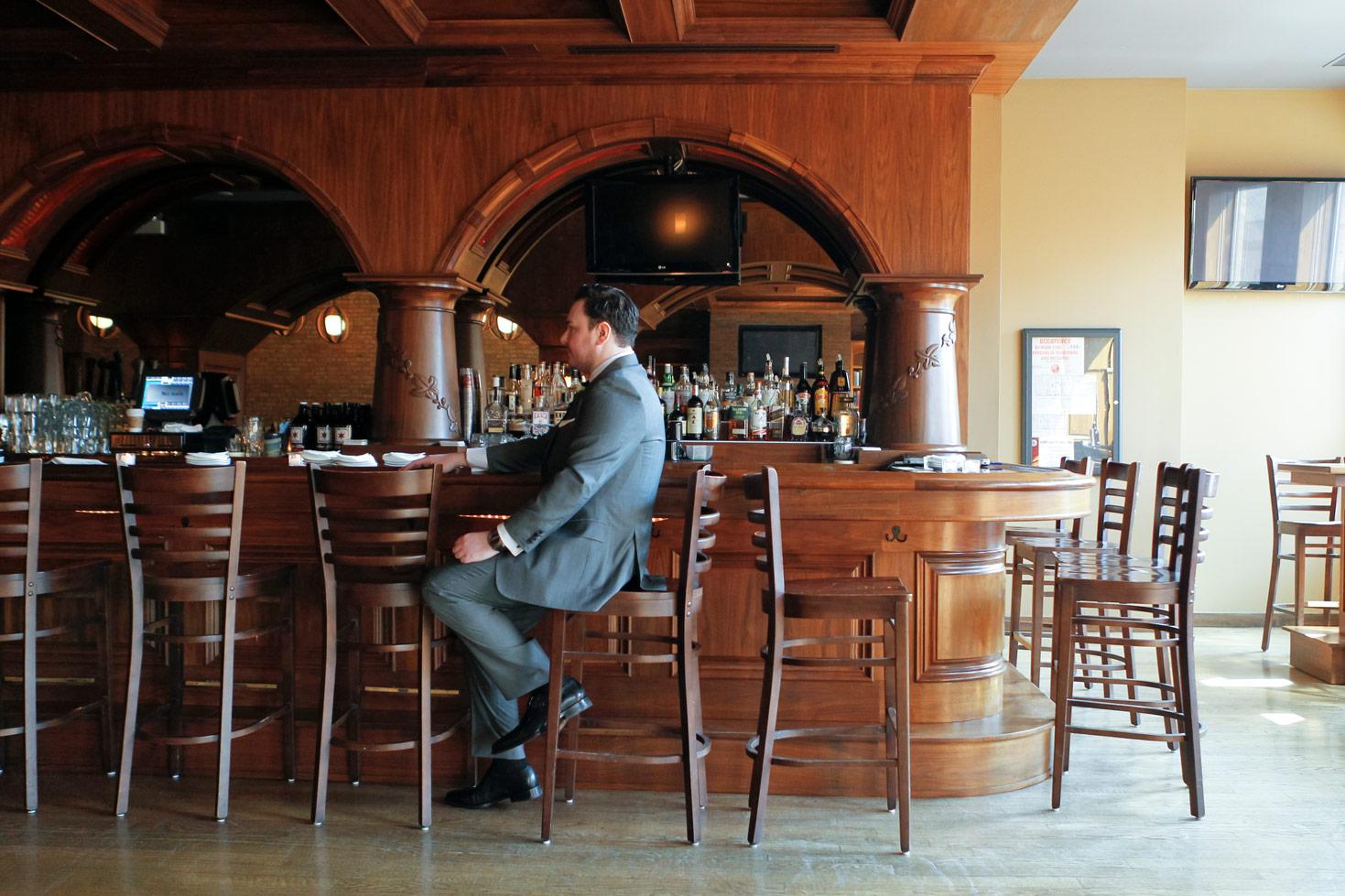 revolution-brewing-chicago-blackhawks-wedding-ruthie-hauge-photography-27.jpg