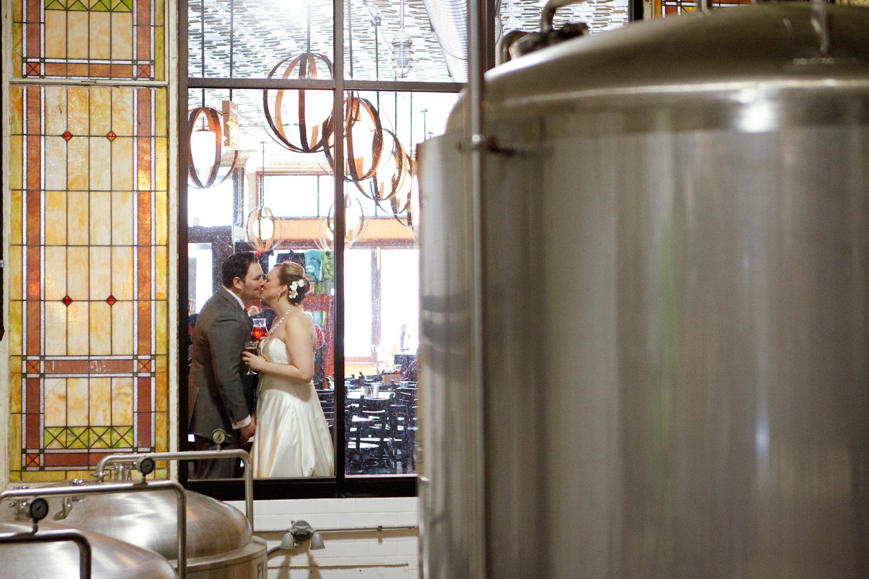 revolution-brewing-chicago-blackhawks-wedding-ruthie-hauge-photography-51.jpg