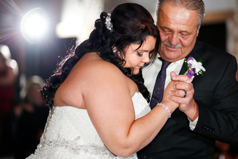wedding-photojournalism-fearless-photographer-wpja-ruthie-hauge-photography-chicago-madison-milwaukee-fishermen's-inn-elburn.jpg